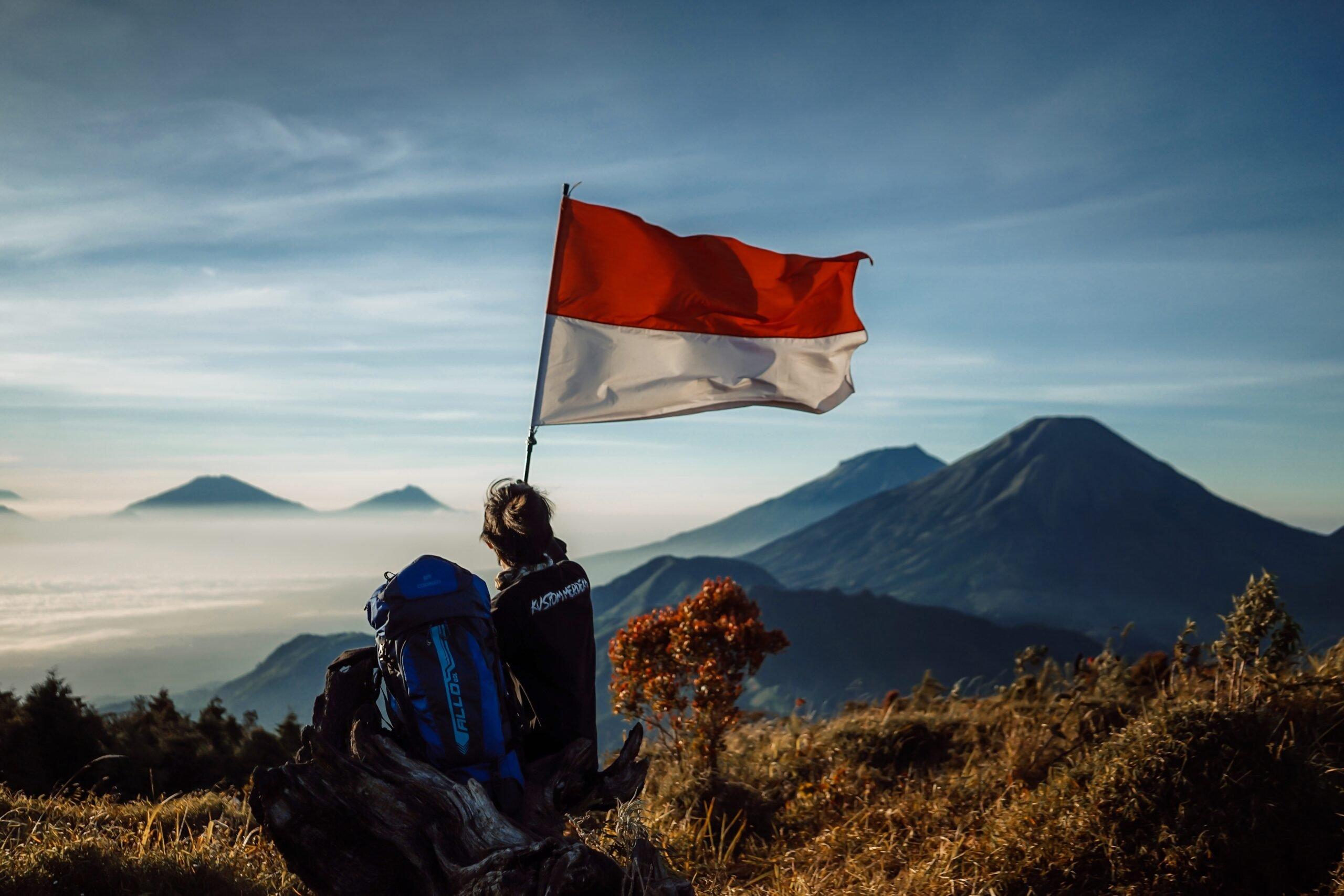 Gambar Menikmati Golden Sunrise Gunung Prau yang Eksotis 1